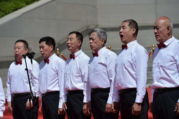 齐声高歌共产党.JPG